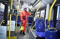 """""""Rīgas satiksme"""" katru dienu iztīra un dezinficē visus sabiedriskā transporta līdzekļus"""