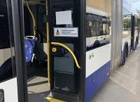 No 27. oktobra iekāpšana un izkāpšana autobusos un trolejbusos tiks organizēta tikai pa vidējām un aizmugures durvīm